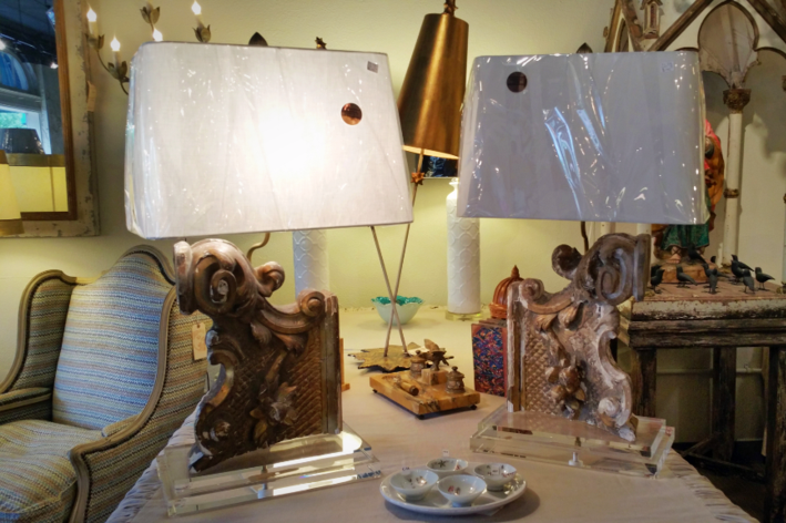 Pair of Relic antique vintage Italian table lamps on lucite glass bases with white linen shades gold gilt authentic