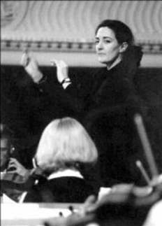 Isabel Mayagoitia conducting