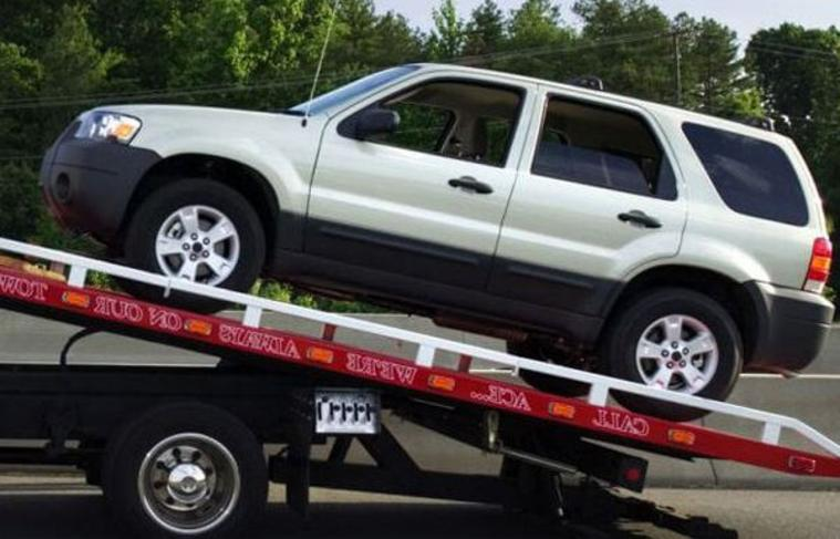 Paradise Towing and Tow Truck Services: Tow Truck Services