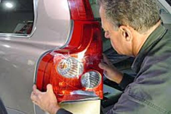 Taillight Repair Services and Cost | Mobile Auto Truck Repair Omaha