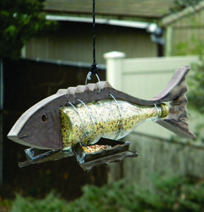 Nautical decor Fish Shaped bird feeder. www.DIYeasycrafts.com