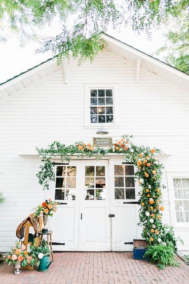 barn wedding, fall flowers, horse barn, denver weddings, colorado wedding florist, denver wedding florist, wedding florist, destination florist, fine art wedding, barn flowers