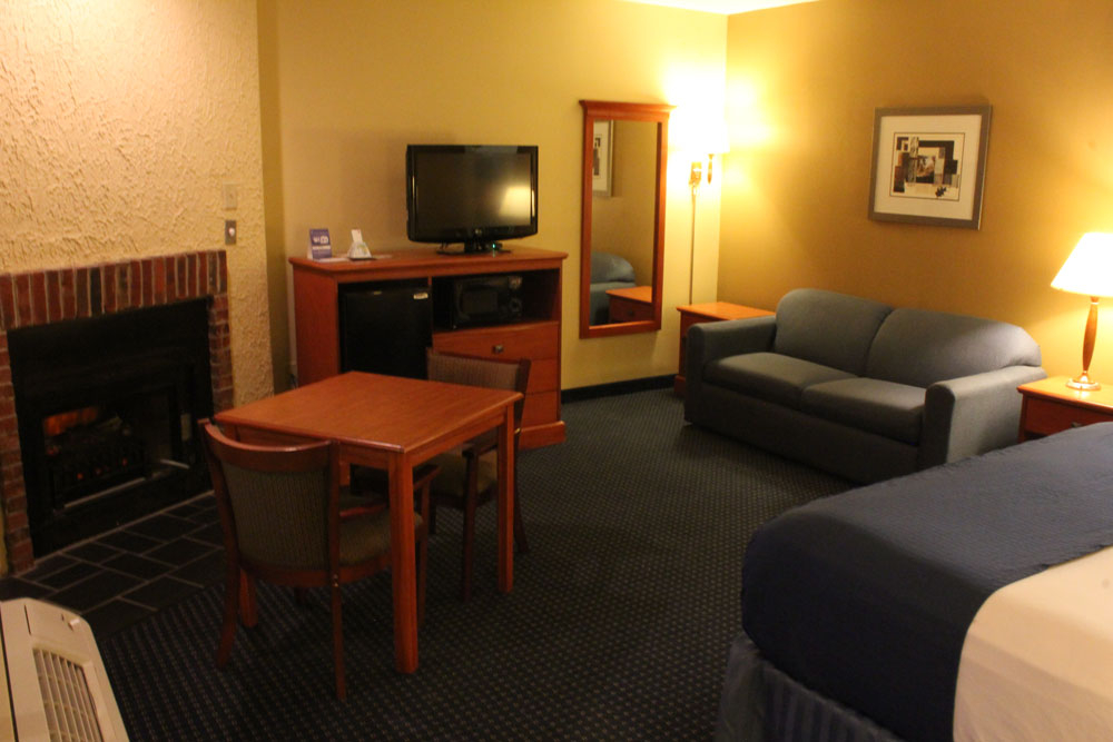 Suites   BEST WESTERN Toni Inn   Pigeon Forge TN. 2 Bedroom Suite Hotels In Pigeon Forge Tn. Home Design Ideas