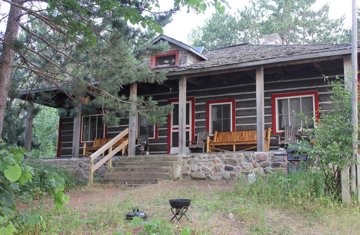 Tourdupark Brent Ranger Headquarters Cabin