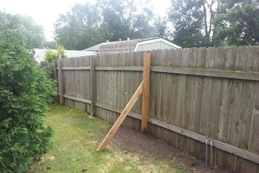 Reliable Fence Repair Service and cost near Council Bluffs IA| Lincoln Handyman Services