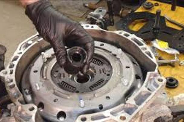 Mobile Clutch Gearbox and Shaft Repair Services and Cost Mobile Clutch Gearbox and Shaft Maintenance Services near Omaha NE | Mobile Auto Truck Repair Omaha