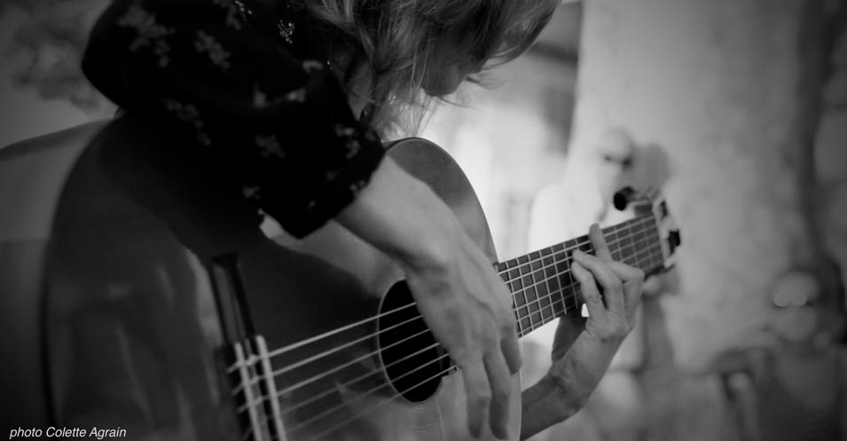 performances and private guitar lessons in Seville, Spain and online