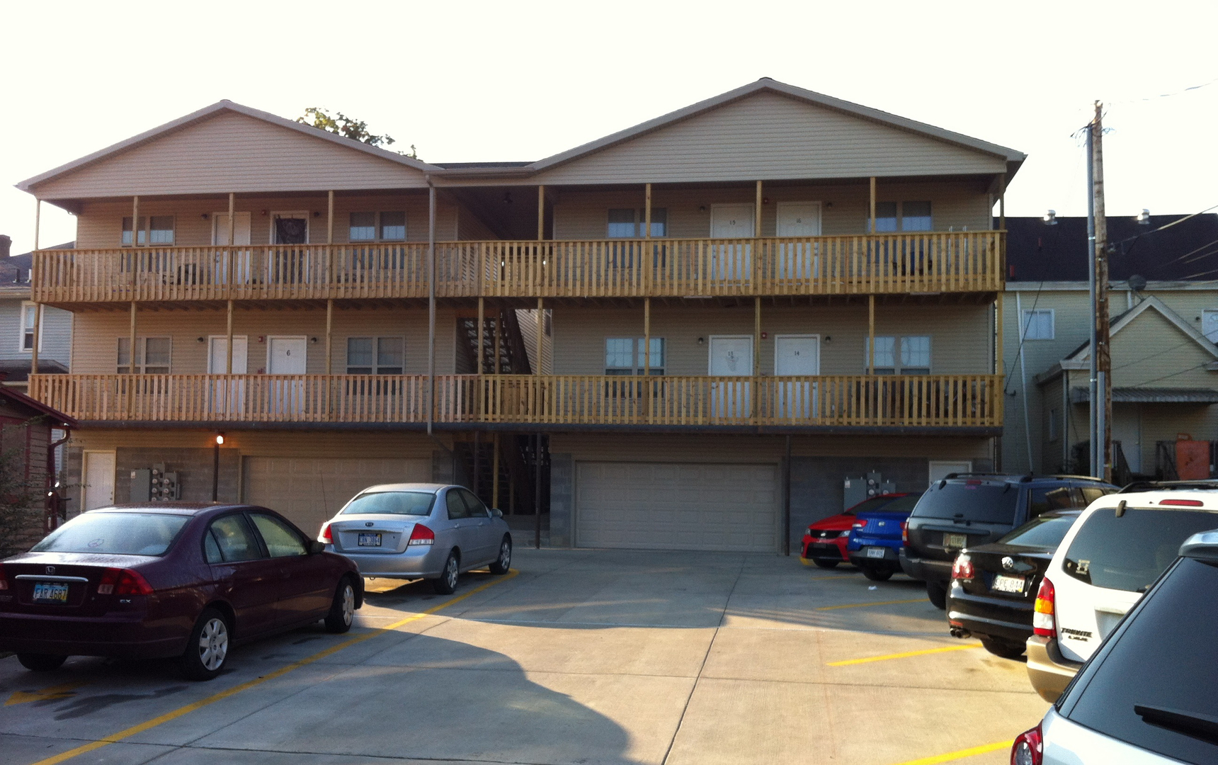 Huntington  WV 25703 Optional one   two bedrooms w  washer   dryer   Off  street parking with optional garages. Campus Edge Apartment Rentals