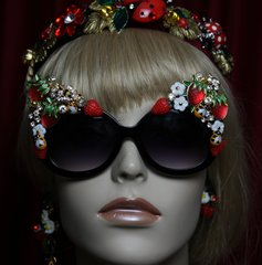 1909 Strawberry Baroque Bee Crystal Embellished Sunglasses