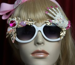 2084 Unusual Crystal Hand Nails Embellished Sunglasses
