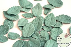 30 edible leaves for cakes. Gumpaste rose leaves for cake decorating or cupcake decorating. Rose leaves for cakes.
