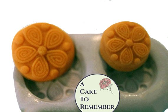 Daisy button or medallion silicone mold food-safe - two sizes. For cake decorating or polymer clay