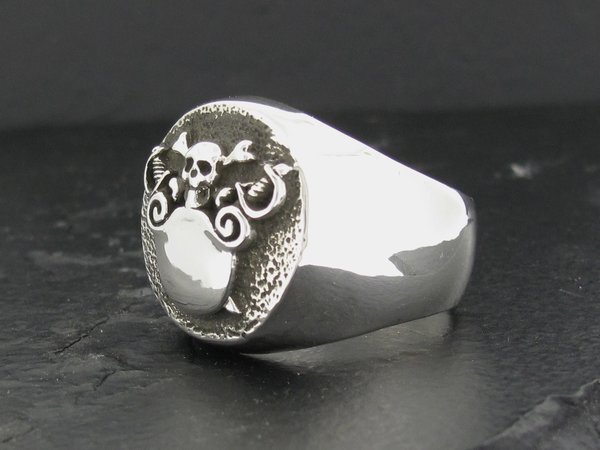 Round Crest Ring Shield W Skull And Crossbones Alfred