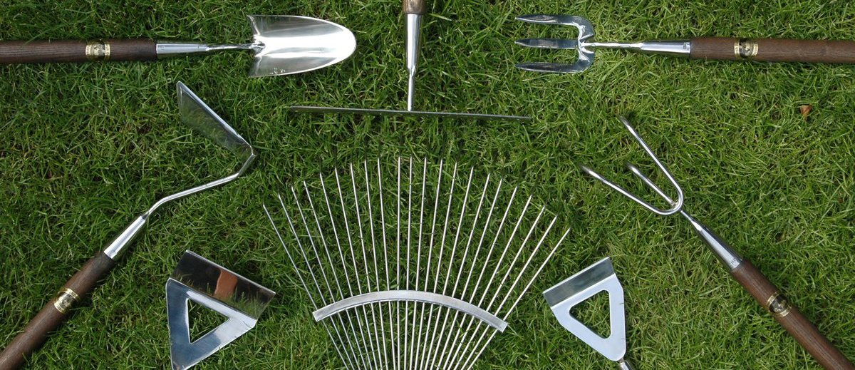 Joseph bentley traditional garden tools for Hand held garden spade
