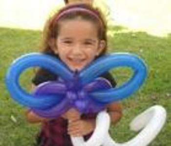Expert Balloon Twister for kids party, Chicago balloon twisting