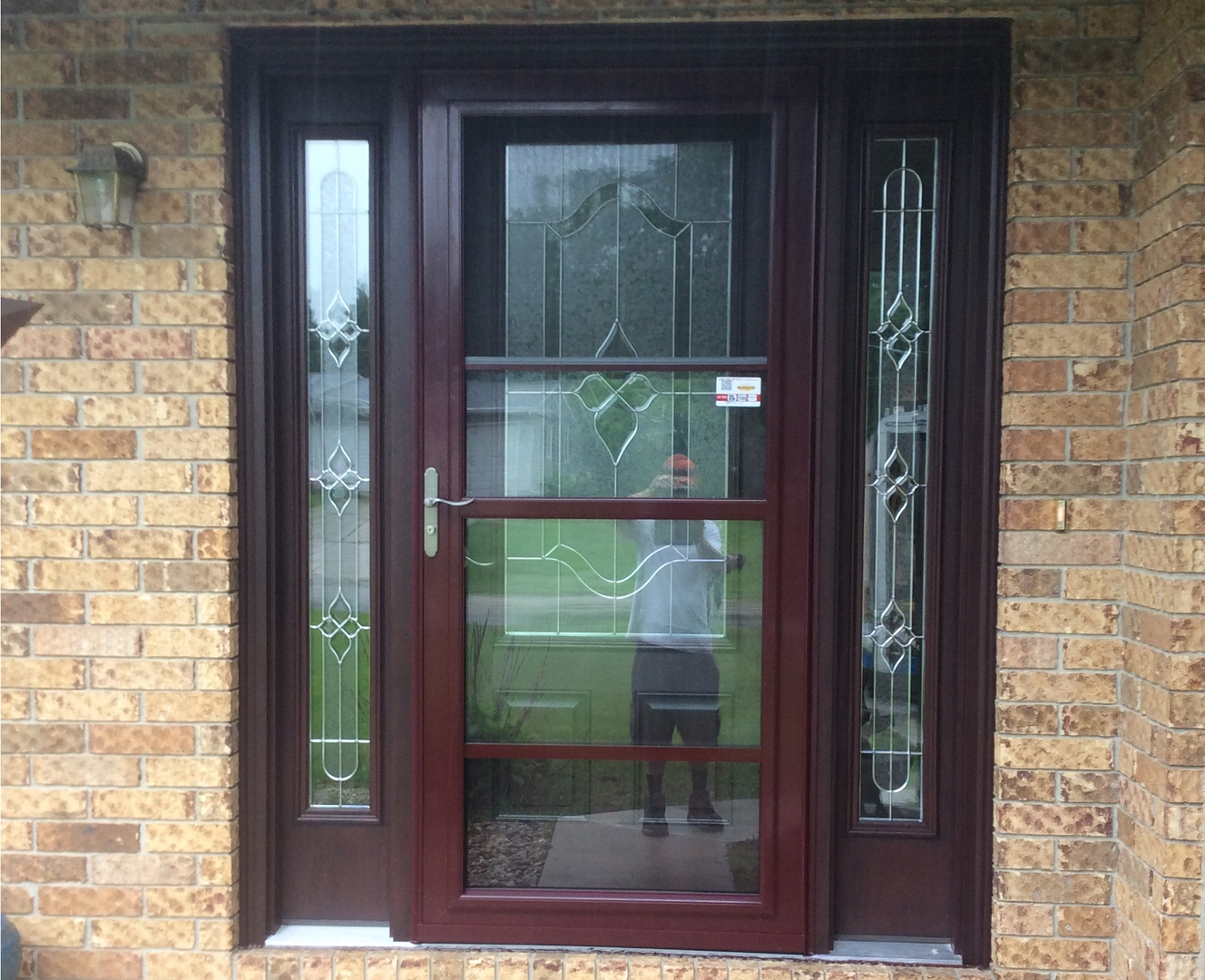 Wood grain fiberglass entry doors masonite s barrington for Best quality vinyl windows