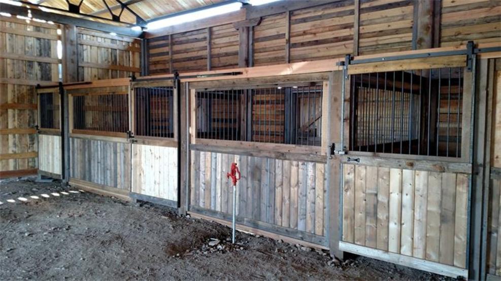 Horse stalls dividers for 1 stall horse barn
