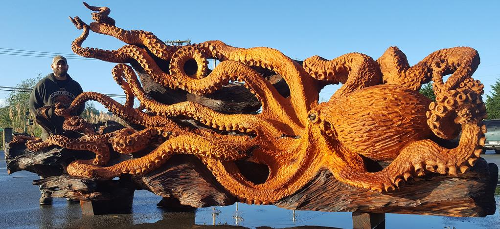 Man carved giant pacific octopus. Wood carved octopus. old growth redwood octopus. Carver in Gig Harbor, WA. Chainsaw artist, stump carver, large scale wood art.