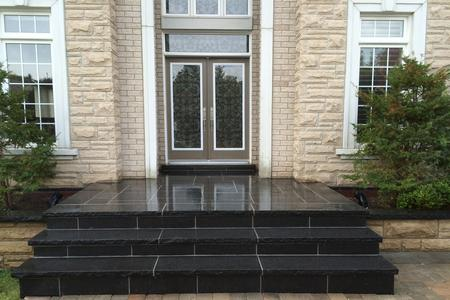 Front porch and steps flagstone in Aurora, Newmarket, Richmond Hill, Bradford, Stouffville, Vaughan, Markham, King City, GTA.