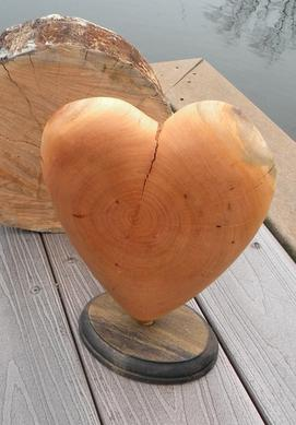 Firewood Heart Valentines Day DIY woodworking craft project. FREE step by step instructions. www.DIYeasycrafts.com