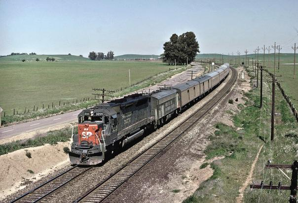 SP SDP45 No. 3200 with Train No. 101, The City of San Francisco Westbound at Cannon early April 1971. Photo by Drew Jacksich.