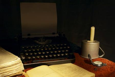 image of an old fashioned typewriter on a desk to show travel blogs old style writing