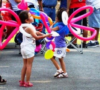 Expert Balloon Twister for kids party, Chicago balloon twisting and Party Characters