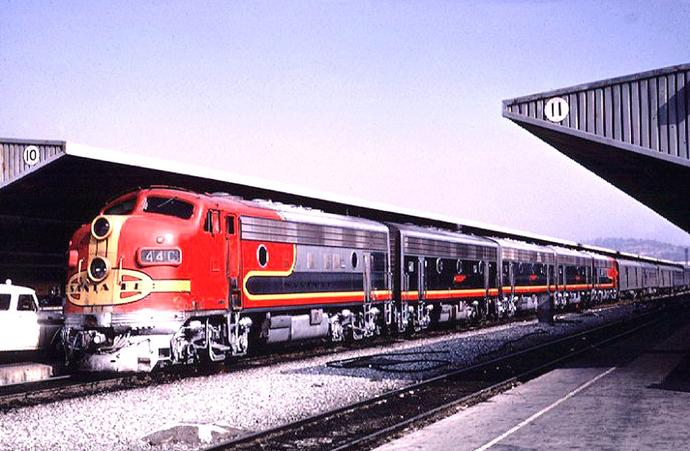 The Atchison, Topeka and Santa Fe Railway's combined Super Chief/El Capitan at the station in 1966.