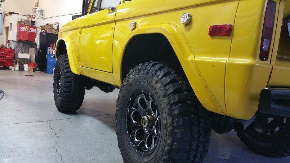 side shot 73 bronco lint auto
