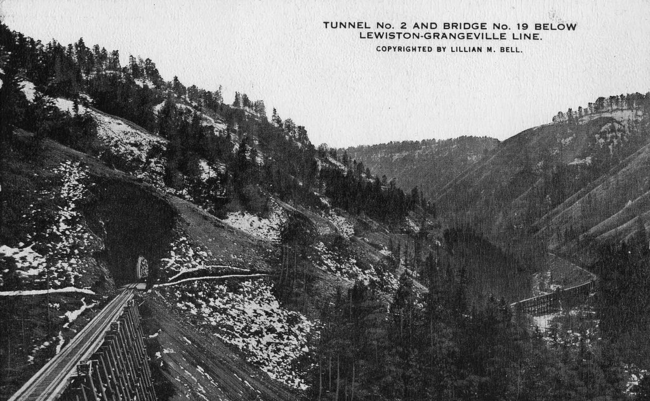 Postcard depiction of Tunnel No. 2 and Bridge No. 19 on the Camas Prairie Railroad.