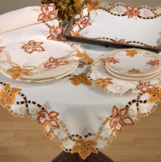 Table toppers and table runners to decorate your table