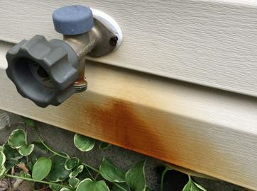 rust stain on vinyl siding