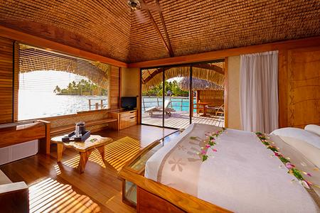 Le Taha'a Island Resort & Spa: Overwater bungalow