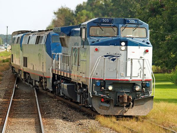 A photo of a GE Dash 8-32BWH leading the Sunset Limited through Cade, Louisiana.