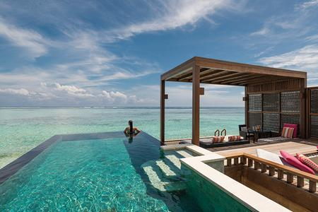 FOUR SEASONS RESORT MALDIVES AT KUDA HURAA: Overwater villa pool