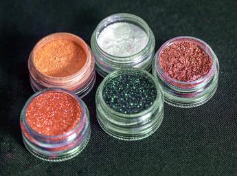 Cosmetic colorant, pearl pigment, effect pigment