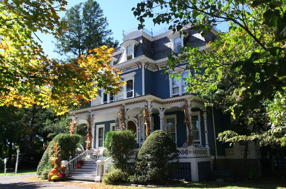 Street view of The Grand Dutchess Bed & Breakfast