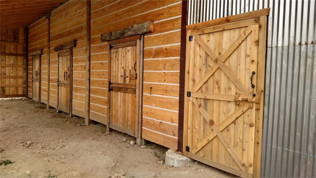 Western look Pole Barn, Stalls, Dividers, Rustic style custom made pole barns, High End Row Barns, Horse Barns, Loafing sheds