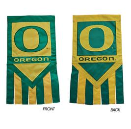 Oregon_Ducks_Garden_Flag_With_Tails_University_of_Banner_NCAA_Lawn