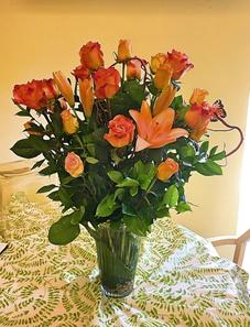A beautiful sunset-themed vase arrangement just in time for Summer! Asiatic lilies and orange-tipped roses add just the right amount of color to this summer arrangement!