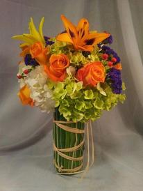 NB-9CYHYLIL1 Hydrangea, Roses, Lilies, Hypericum Berries
