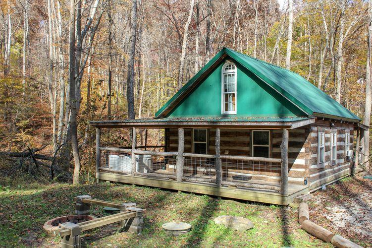 Montana Cabin - Hocking Hills Log Cabin Rentals and Hocking