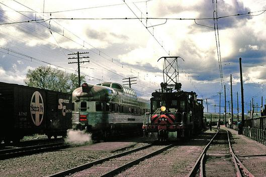 The last day of electric operation on the Sacramento Northern Railway, February 1965. At left is the California Zephyr.