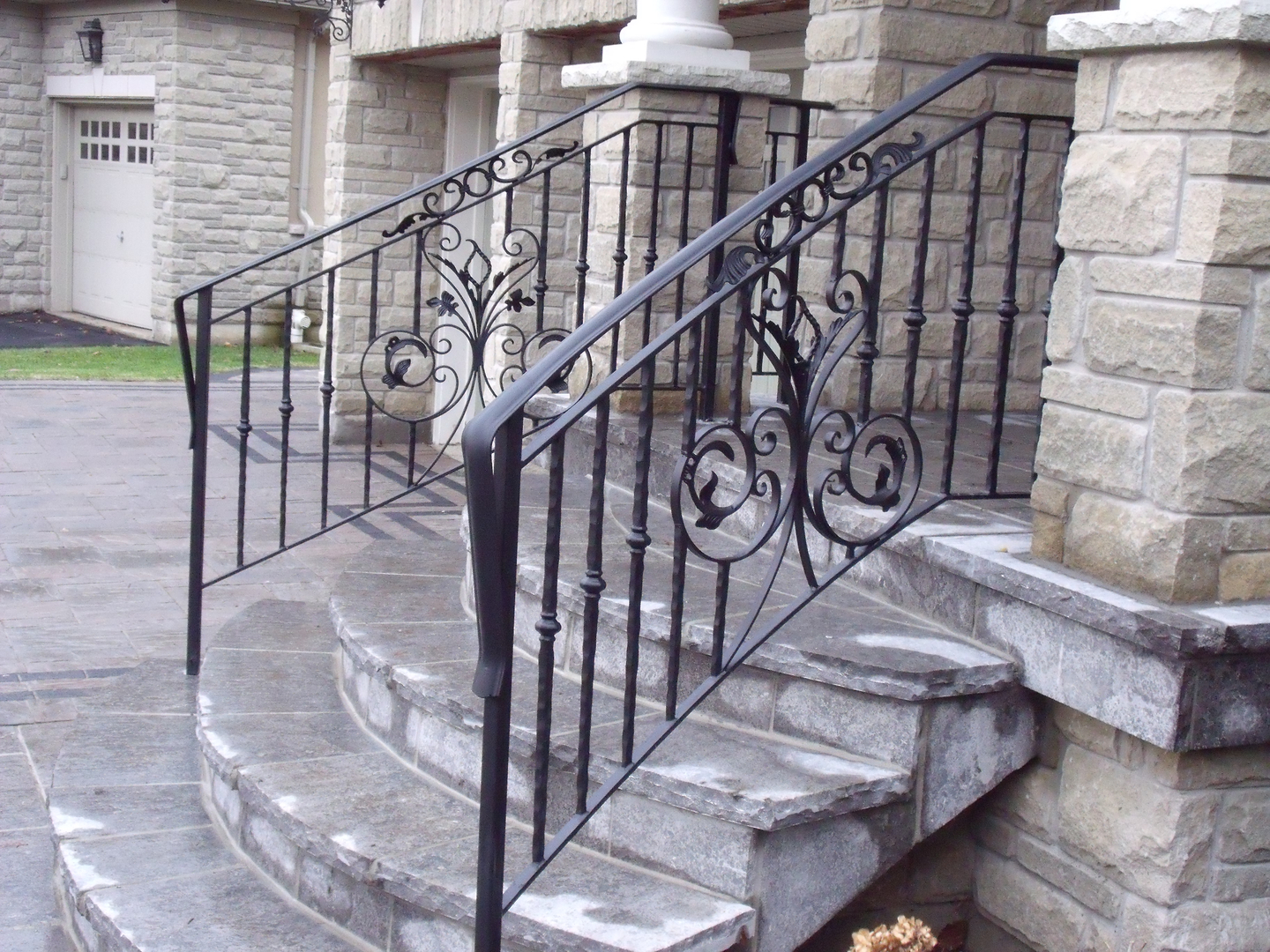 Exterior iron Railings - Railings Toronto - Iron Railings in Toronto