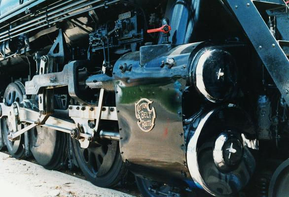 Close-up of the 819's cylinders and valve gear. Photo by Bill B. Bailey.