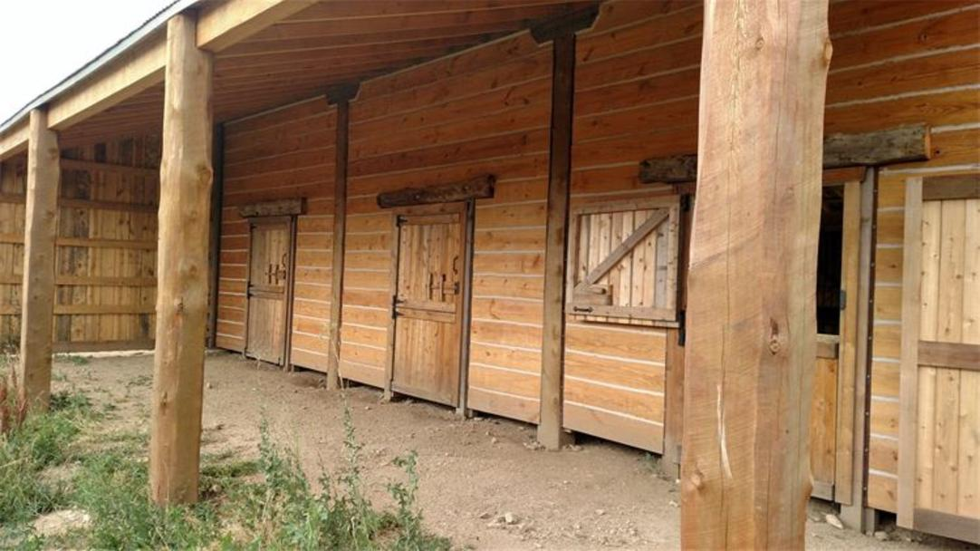 Custom Made Pole Barns Western Style Barn Loafing Shed Rustic Row