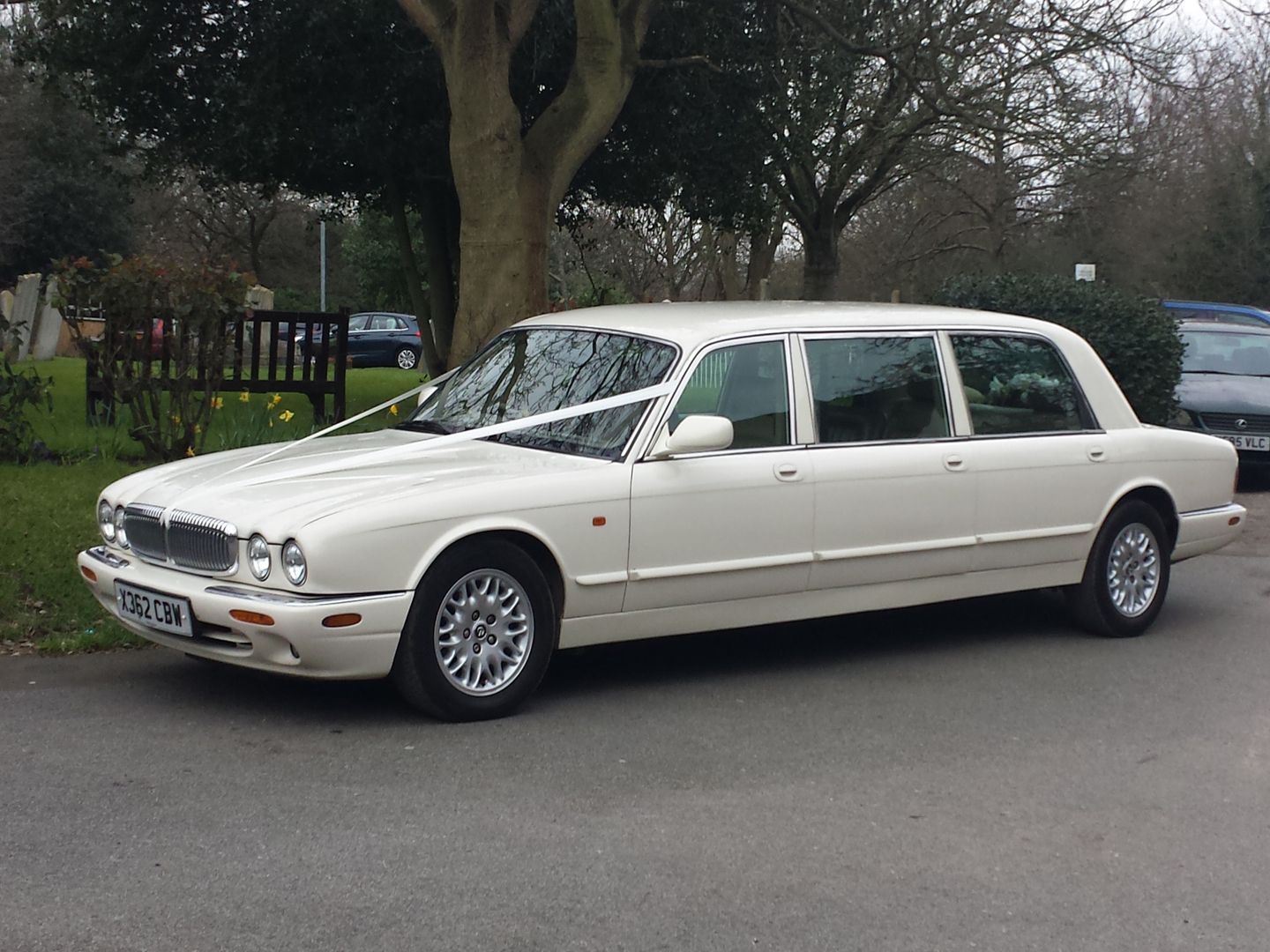 Daimler Sovereign 7 Seater Wedding Car Hire Essex Provided By Essex