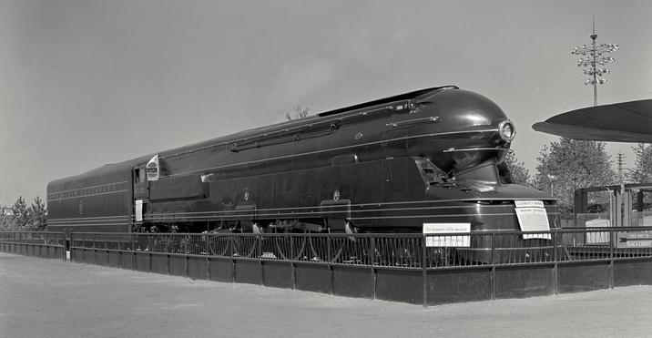A PRR streamlined S1 locomotive at the New York World's Fair in 1939.