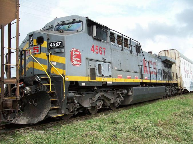 KCSM No. 4567, a GE AC4400CW near Caltzonzin Station in Michoacan State.