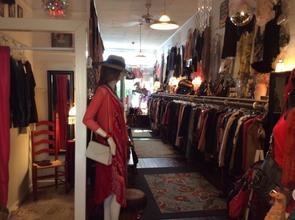 Blondie's is an eclectic, designer consignment boutique in the heart of Sutter Creek, California.